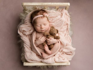 Becoming a Baby Whisperer: Simply Beautiful Newborn Photography icon